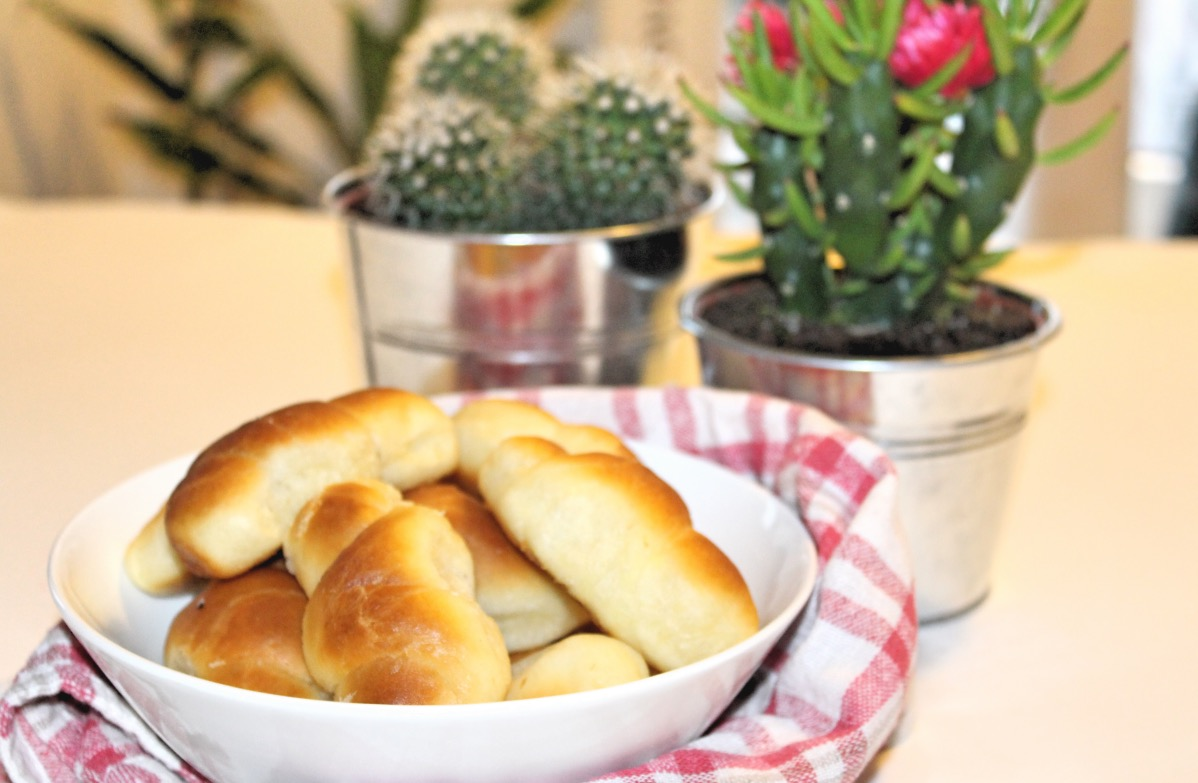 THE BEST CRESCENT ROLL IN TOWN