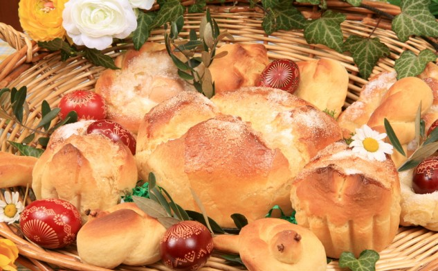 ODE TO THE EASTER BREAD