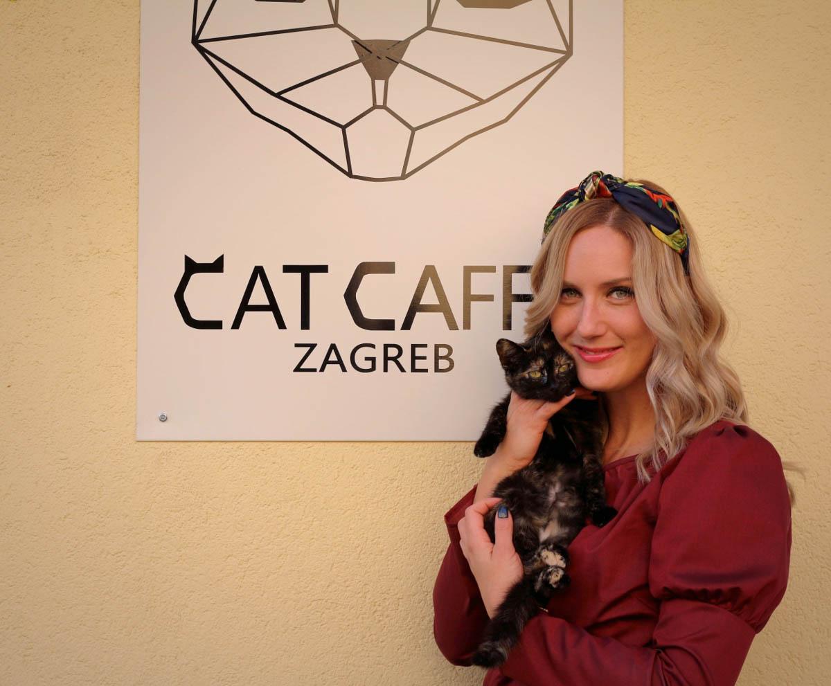 Kavu s mlijekom i mačku, molim vas!